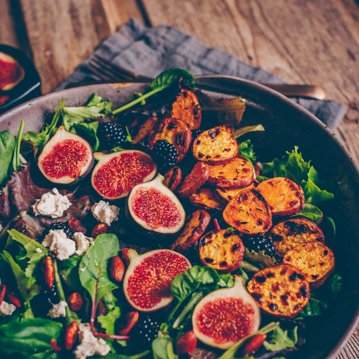 Salad bowl with roasted sweet potatoes and figs