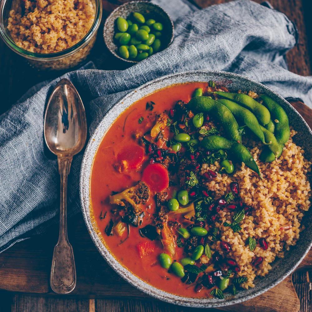 Curry with Broccoli, coconut milk and Bulgur