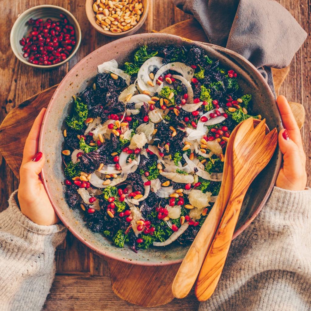 Federkohlsalat mit Pomelo, Fenchel und Granatapfel – und ein Gewinnspiel