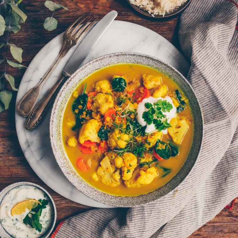 Blumenkohl-Linsen-Curry mit Datteln