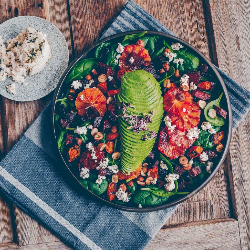 Spinach salad with blood oranges and roasted veggies