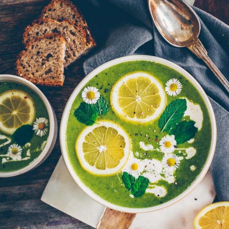 2 wild garlic recipes – soup and dip