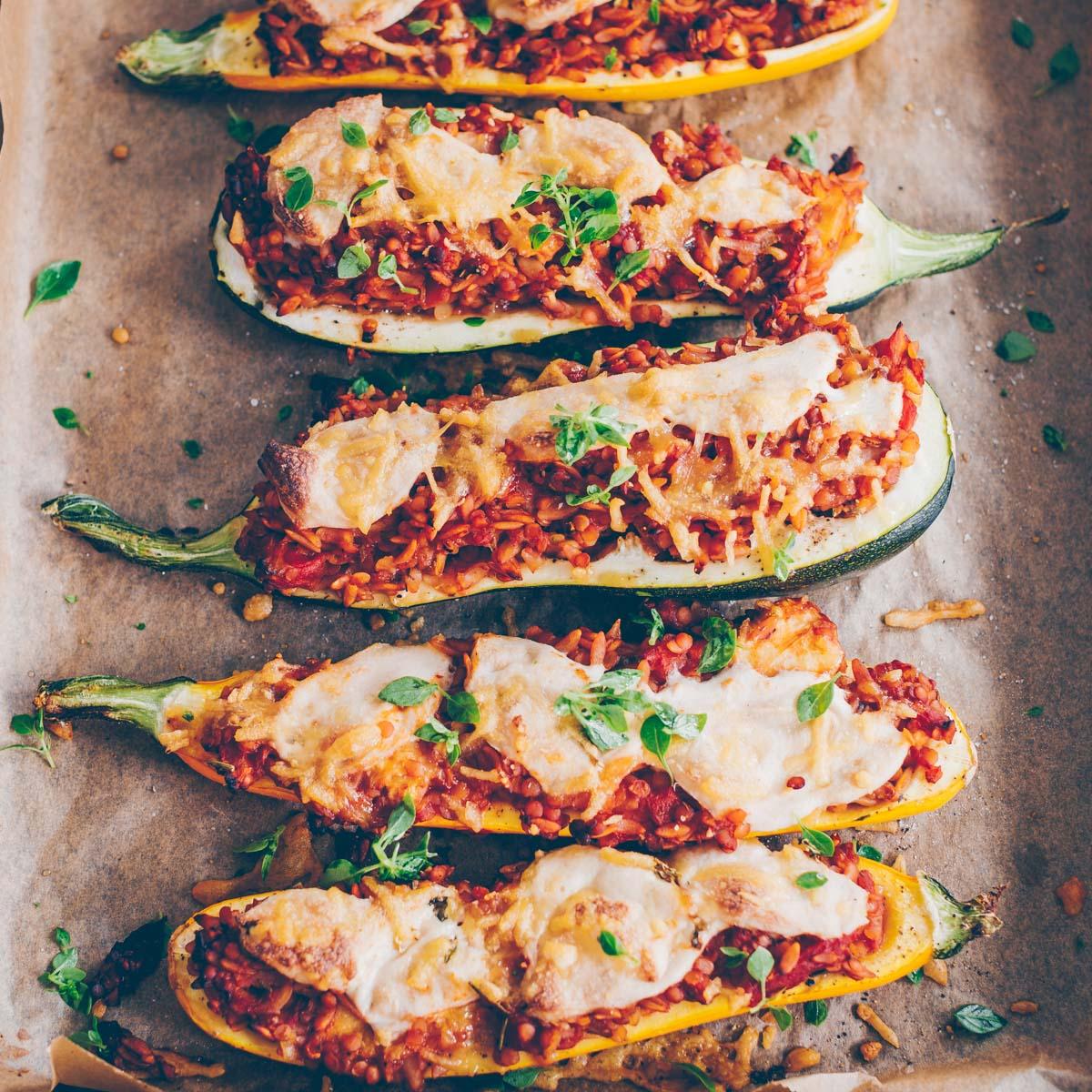 Zucchini mit Linsen und Orzo vegan