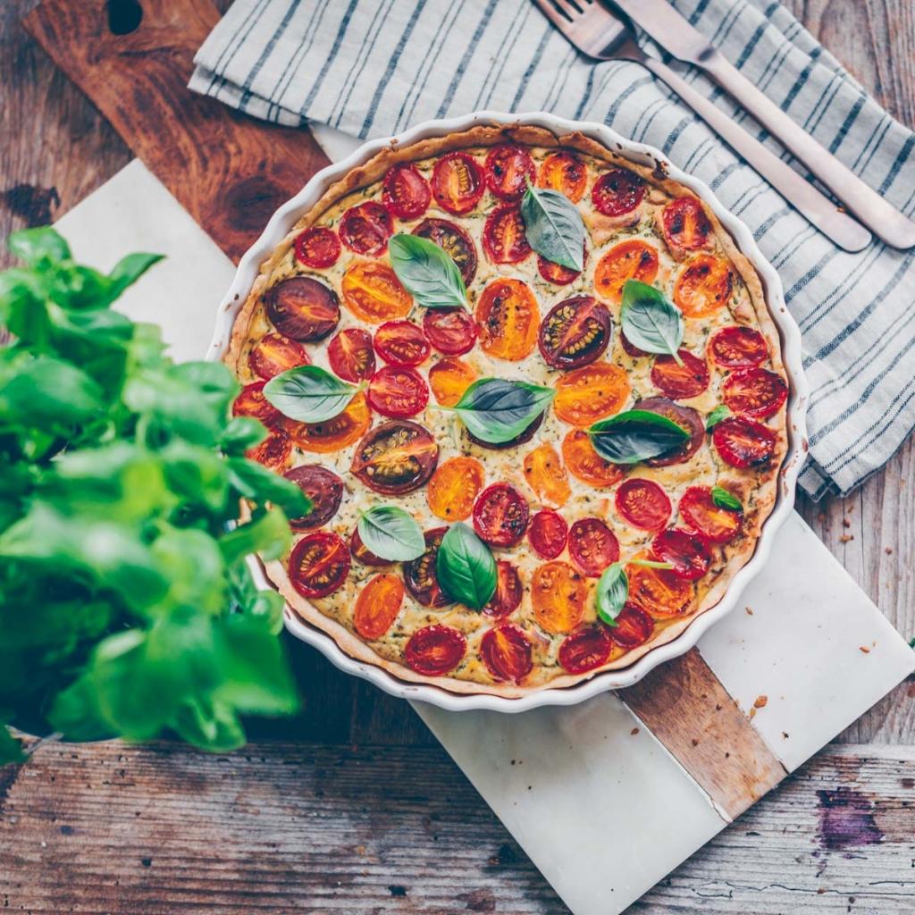 Vegan tomato quiche