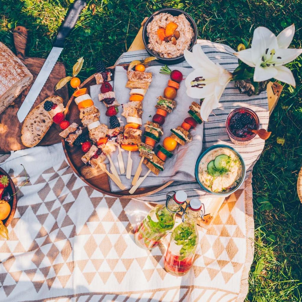 Ein Picknick im Garten mit 3 leckeren Aufstrichen