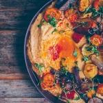 Kürbis Hummus mit geröstetem Gemüse