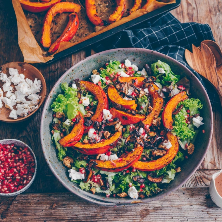 Autumn salad with roasted pumpkin