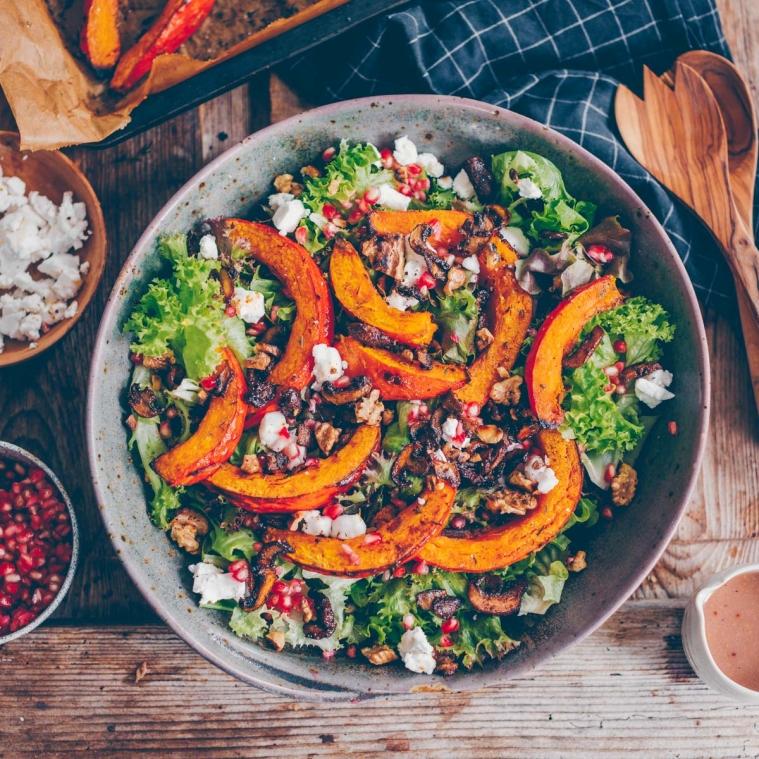 Herbst-Salat mit geröstetem Kürbis