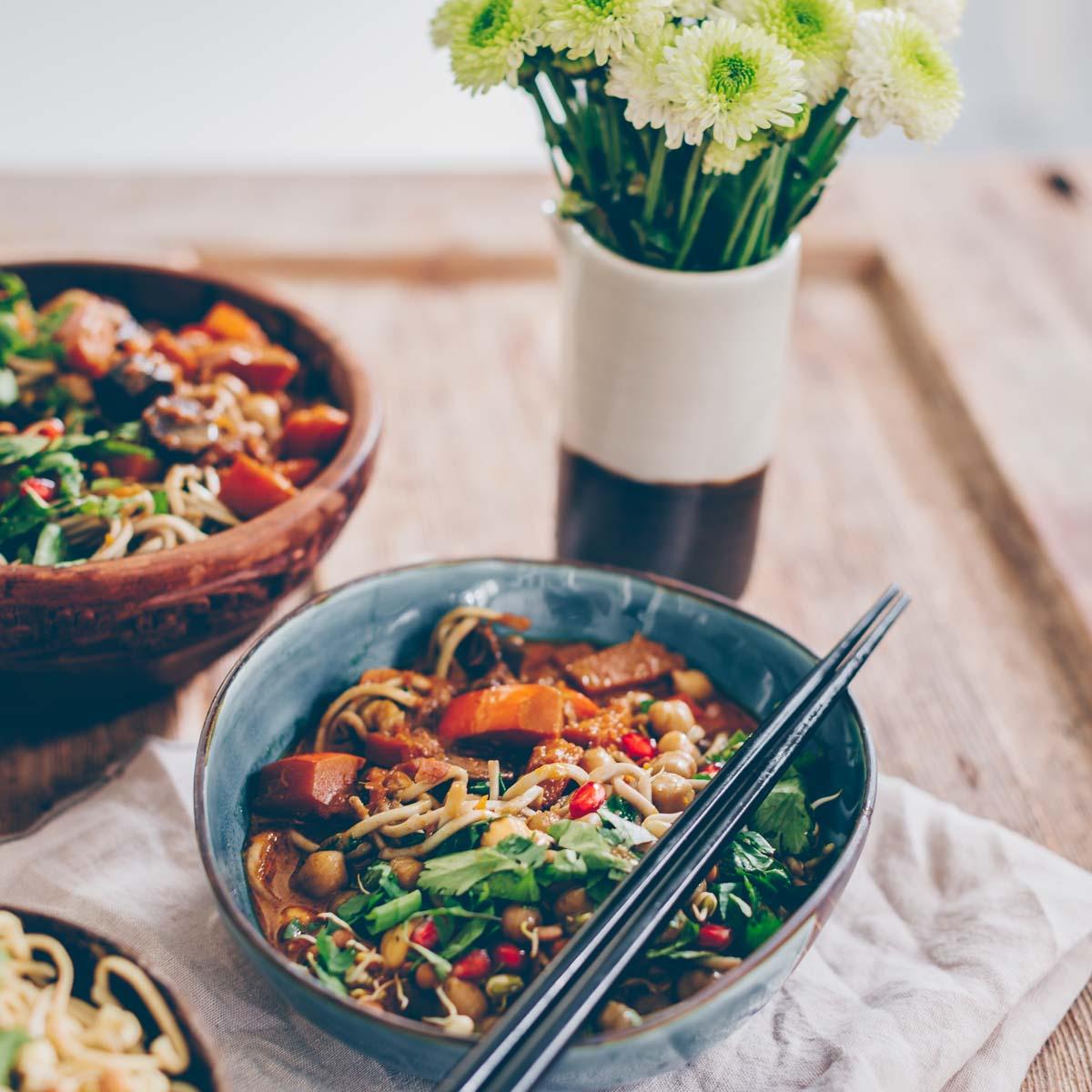 Kürbis Curry mit Kichererbsen und Mie-Nudeln