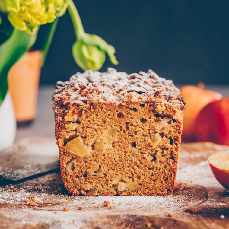 Vegan apple cake with crumbles