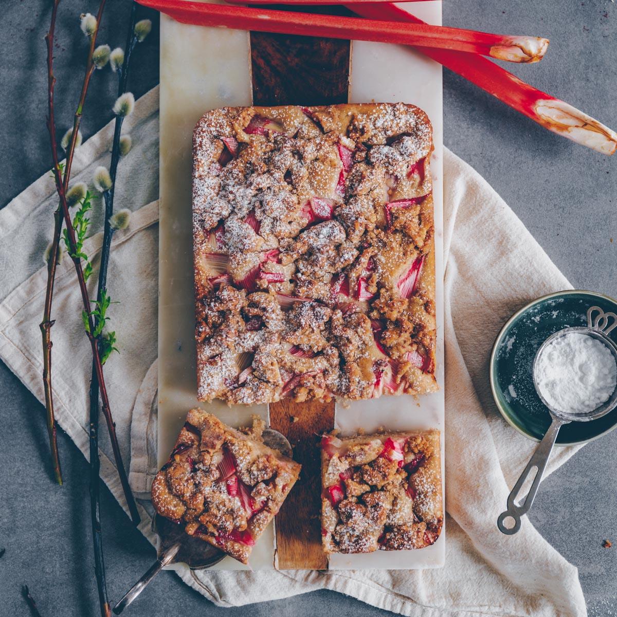 Rhabarberkuchen mit Streuseln - vegan