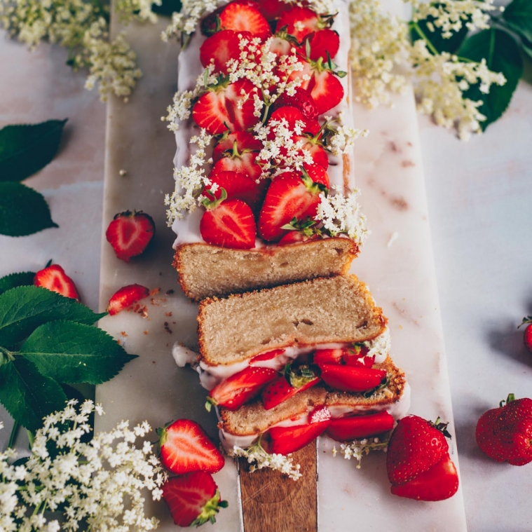 Lemon elderflower cake with strawberries