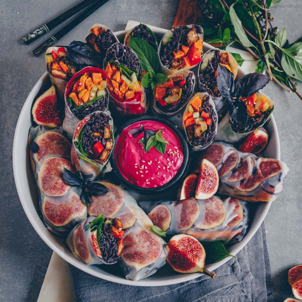 Autumn rolls with beetroot tahini dip