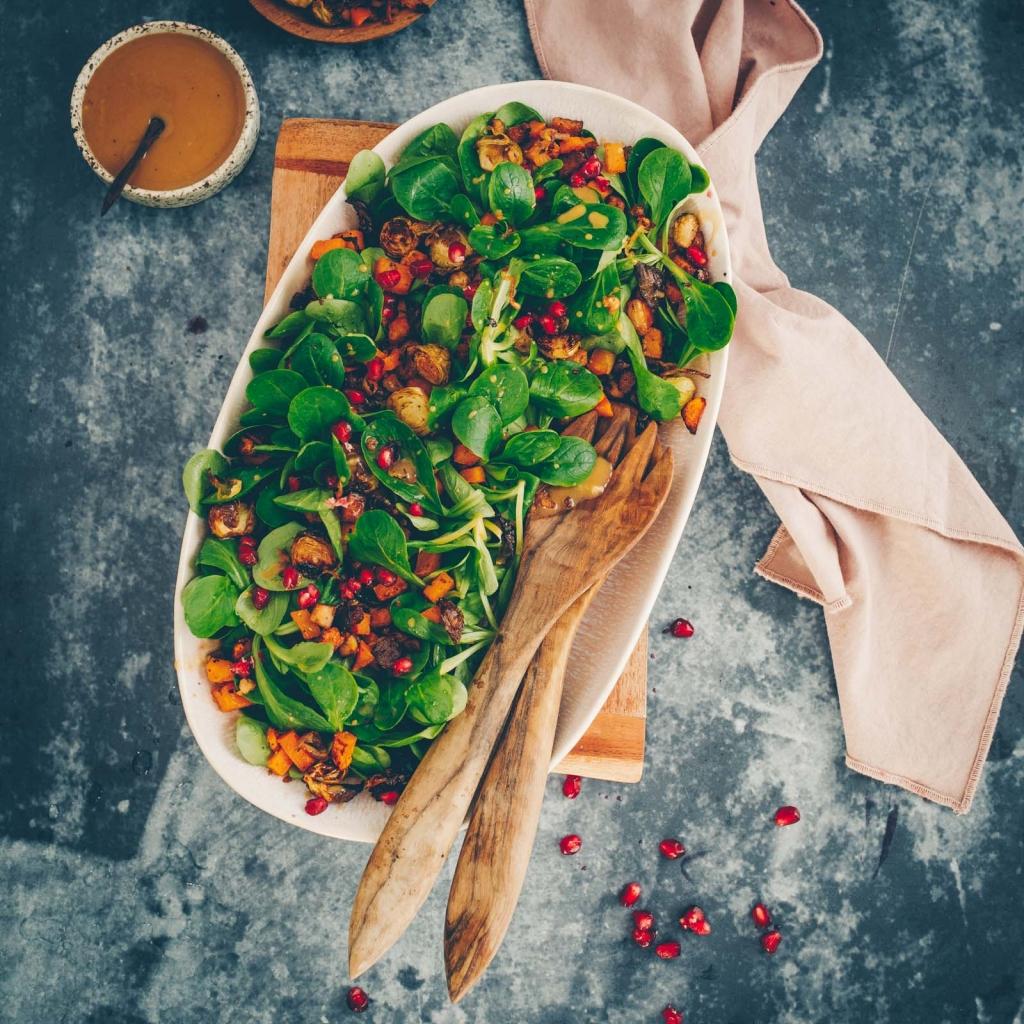 Feldsalat mit Ofengemüse und Tofu
