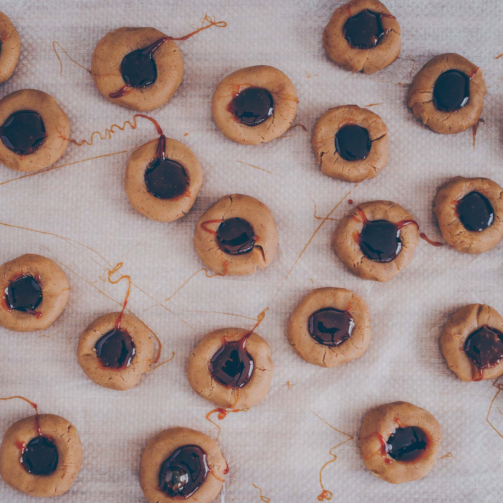 Karamell-Thumbprint Cookies