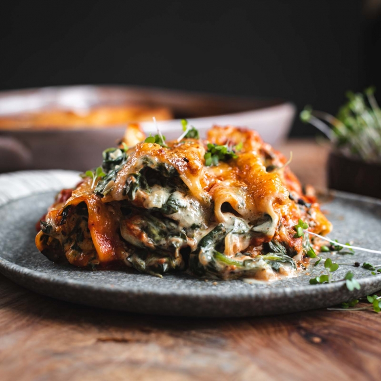 Vegan cannelloni with spinach