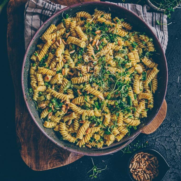 Creamy vegan veggie pasta